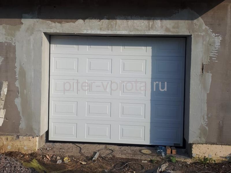 Гаражные подъёмно-секционные ворота Alutech Prestige в Кискелово