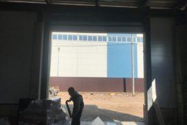 Промышленные подъёмно-секционные ворота Alutech ProPlus в Шушарах, фото 6
