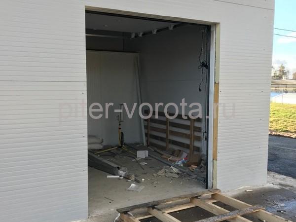 Промышленные подъёмно-секционные ворота DoorHan ISD01 в Корабицино