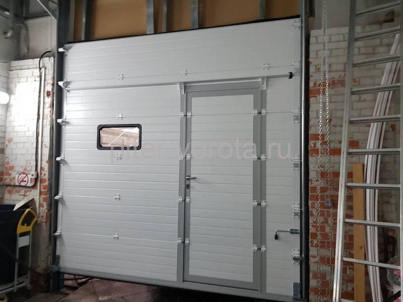 Промышленные подъёмно-секционные ворота DoorHan ISD01 на Мебельной