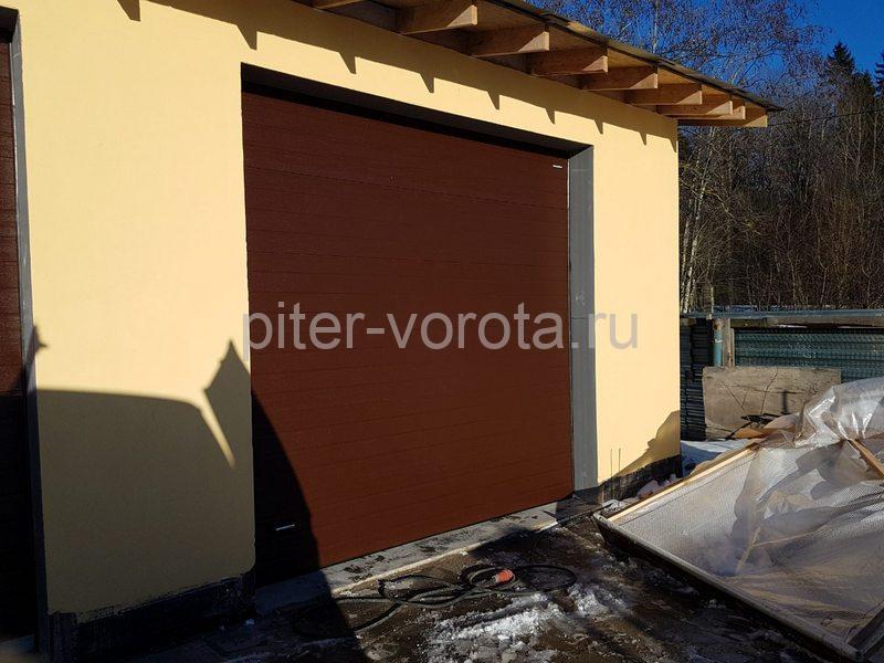 Гаражные подъёмно-секционные ворота DoorHan RSD02 на Гостилицком шоссе