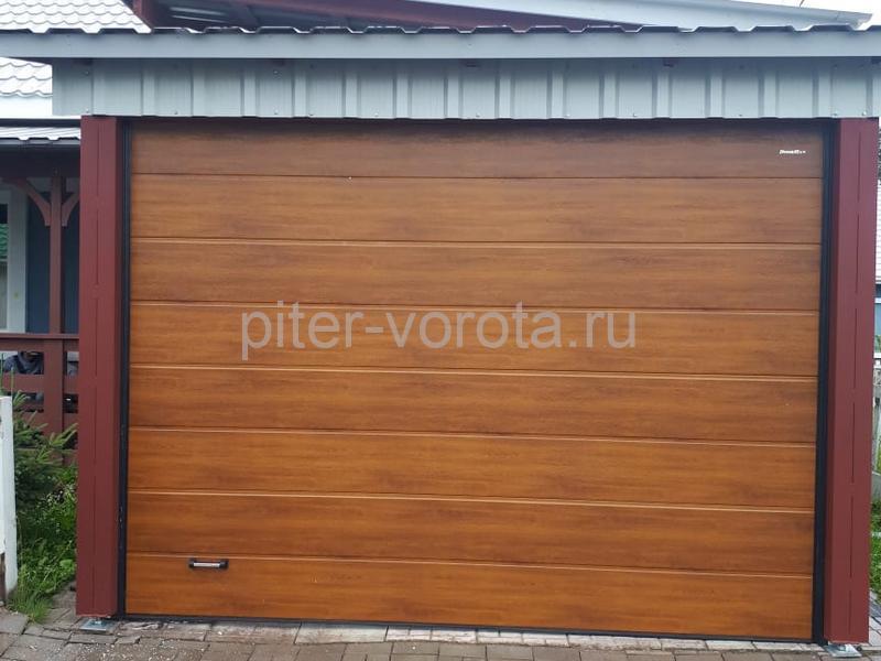 Ворота гаражные подъёмно-секционные DoorHan серии RSD01 в Рощино